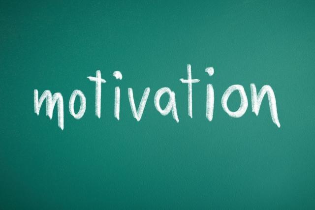 「内発的動機づけ」と「外発的動機づけ」。アメリカの心理学者デシのモチベーション理論とは?