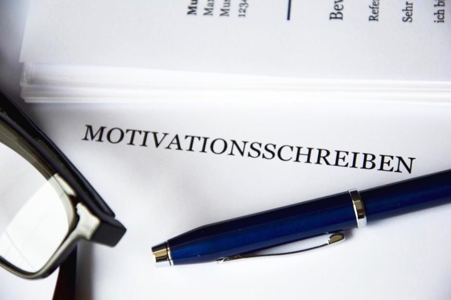 モチベーション低下の原因とは?仕事のモチベーションを上げるための事例を紹介!
