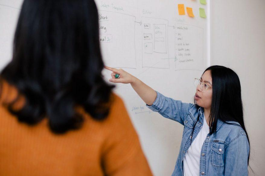 """「""""答えを教えない""""という教育」はビジネスシーンでも有効なのか?"""