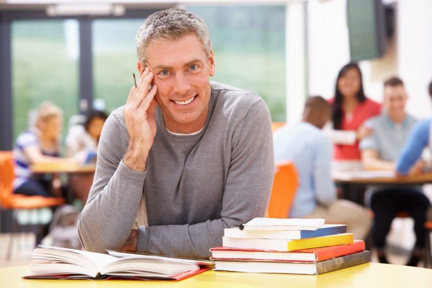 単線的な職業キャリアからの脱出、カギとなるのは「リカレント教育」の拡充