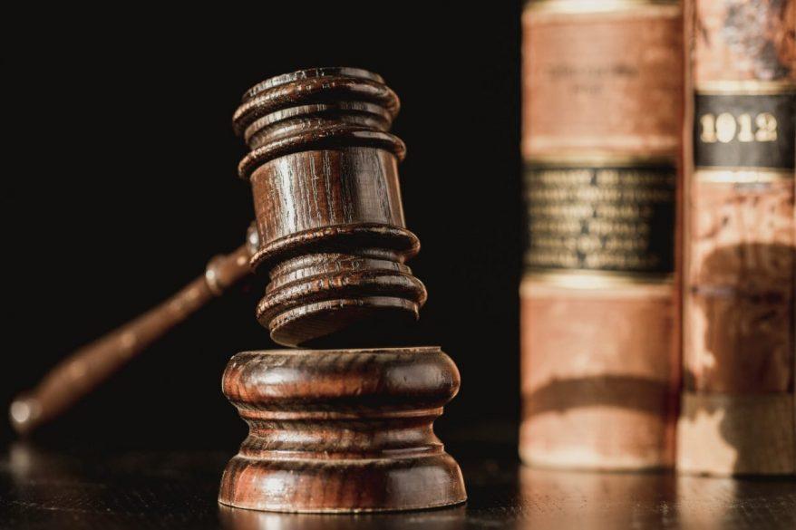 事業承継に関する法律や税務の注意点とは?遺留分や事業承継税制について徹底解説!
