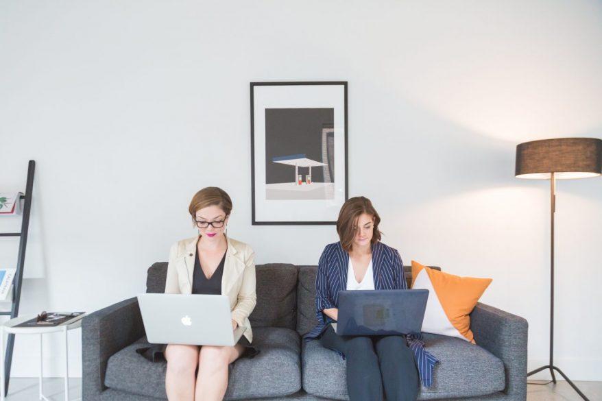 副業のメリットとデメリットとは?副業に関するアンケート結果も公開