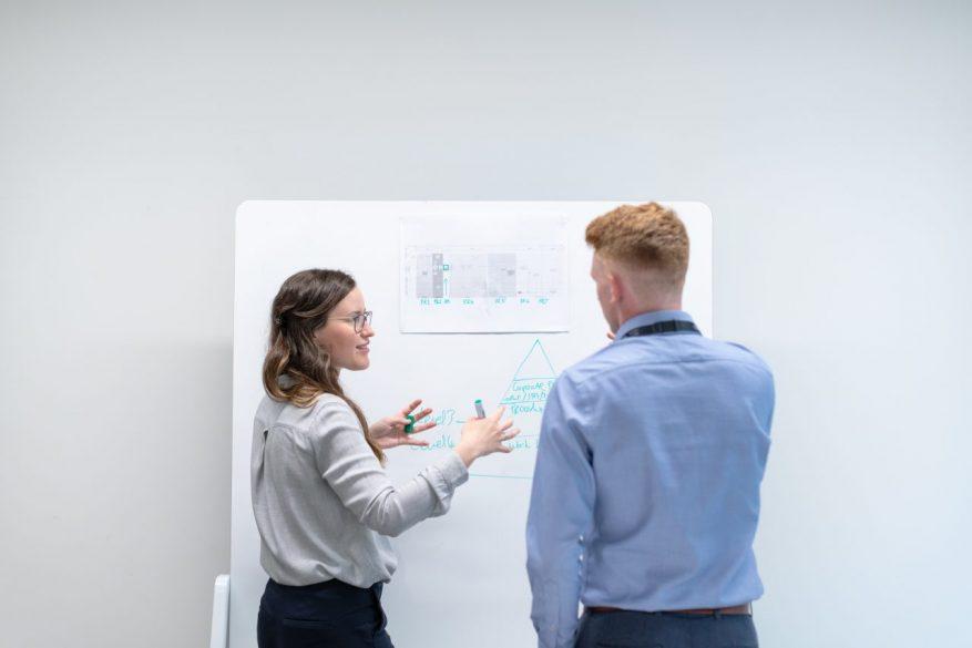 ビジネスのコミュニケーションを円滑にするには?知っておきたい法則とテクニックを徹底解説!