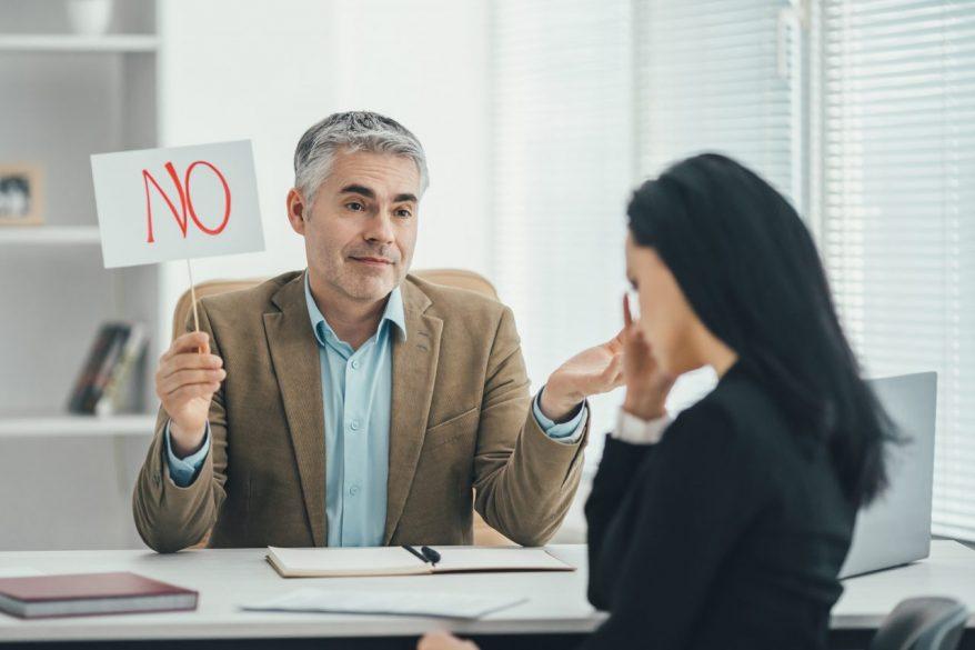 仕事をしない上司の特徴とは?上司への対策とメンタルを保つ3つの方法を解説
