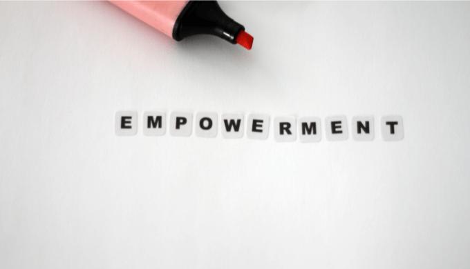 エンパワーメントとは?メリット・デメリットや実践方法、注意点などを解説